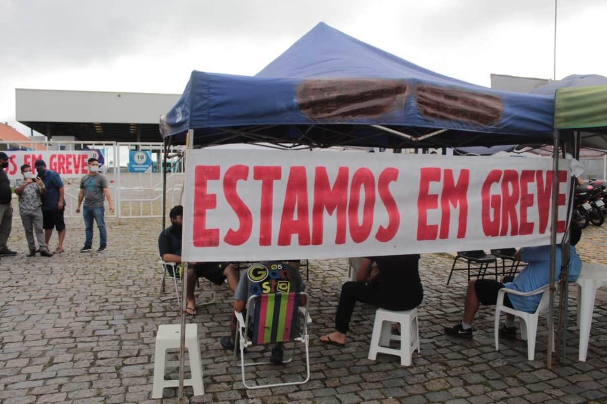 Funcionários da Viação Rocio continuam em greve e situação é incerta 1